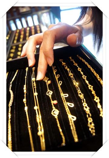 【台中金飾店珠寶】金飾店珠寶, gia鑽石及手鍊,價格推薦到台中銀樓金飾,選擇超多,款式也相當新潮~超愛我的黃金手鍊!!
