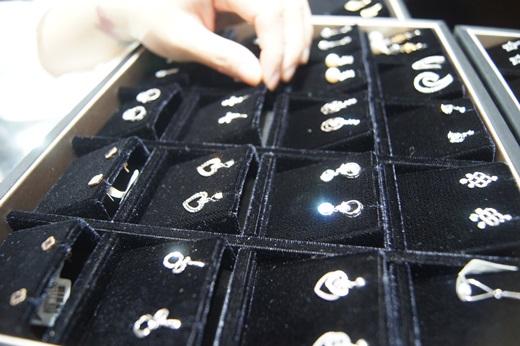 【台中婚戒推薦】台中銀樓婚戒款式好多喔!推薦想買gia鑽石婚戒的新人們可以去了解價錢唷!價格跟外面銀樓首飾店比起來實在許多!介紹給你們啦~