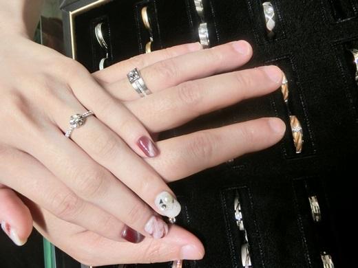 【台中鑽戒】想要挑gia鑽石,一定不能錯過這麼推薦的店,我跟老公選到的婚戒不僅獨一無二,就連價格也好划算,還在找高價收購鑽石嗎?來這就對了!