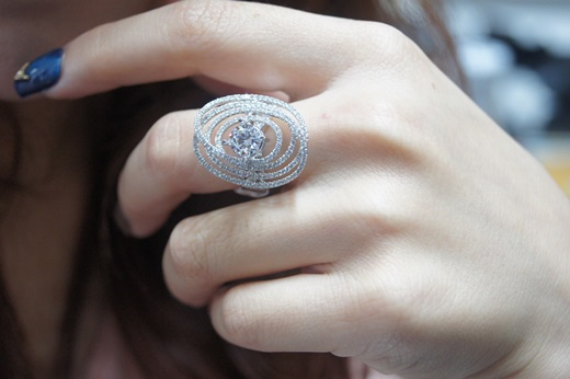 【台中gia鑽石推薦】不僅有鑽石回收的服務,就連在這間金飾店挑的婚戒也是超好看!更開心的是,就連店員分享的價錢也比我在其他販售項鍊金飾店家公道!