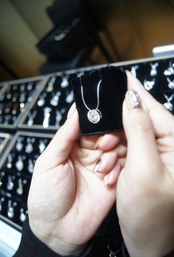 【台中鑽石推薦】找有口碑的珠寶銀樓挑鑽石項鍊最有保障●這家台中銀樓推薦鑽石不是普通的清楚,各項珠寶首飾都超流行,價錢又實在!