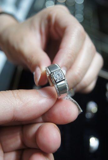 【台中婚戒推薦】對戒款式最豐富▽在這裡挑到命定款結婚戒指※婚禮必備閃亮鑽戒~人生重要意義的鑽石婚戒入手!
