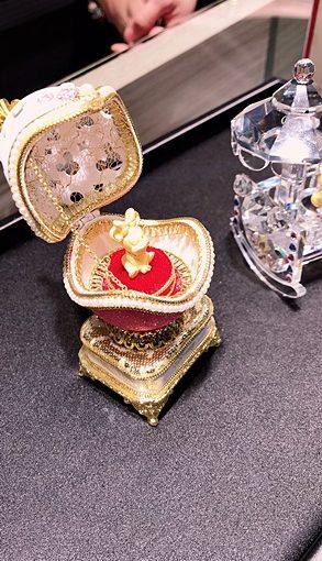 大里【銀樓推薦】超級喜歡的金飾及對戒★服務超齊全~除了有賣婚戒★鑽戒以外,還有提供回收黃金及K金!購買鑽石附贈GIA保證書,安心有保障~