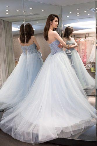 喜!~婚紗照推薦~找到台中最棒的婚紗公司換上一身完美的手工婚紗,搖身變公主囉!期待後續去朋友推薦的婚紗景點完成美美婚紗照~嘻~
