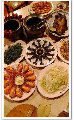◤新竹美食推薦◥在新竹活蝦美食餐廳慶祝母親節,黃金海岸活蝦之家餐廳的活蝦酥勾一,媽媽也吃的十分滿足~