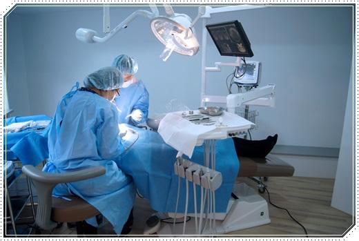 【植牙權威】分享植牙價格分期到台中牙醫診所,我媽套上牙冠後超開心的,還說醫師相當的用心呢~
