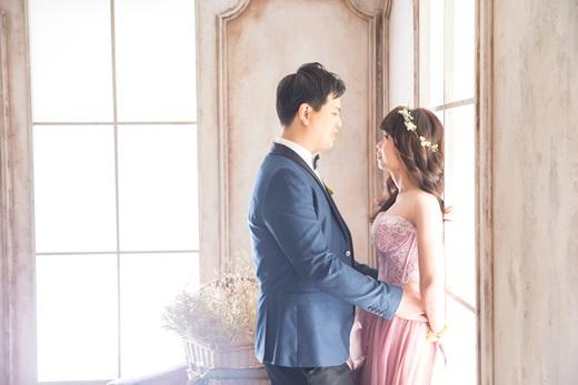 【台中婚紗推薦】分享我們的手工婚紗及台中拍攝婚紗景點,清新又自然的氛圍真的好喜歡!真的是台中很優質的婚紗店!