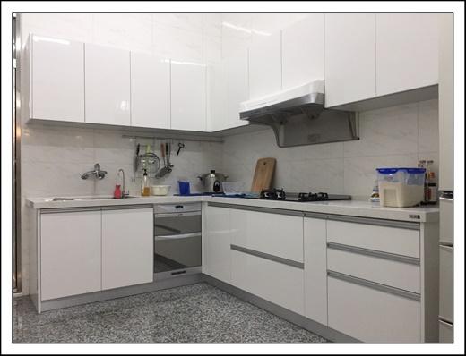 【台中廚具工廠直營】台中系統家具櫥櫃設計好美麗,參考過其它廚具工廠直營門市和流理台工廠,覺得他們的系統傢俱和廚具訂製價格和品質最實在~