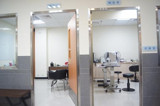 【台中近視雷射】哇!台中眼科診所也有那麼專業的近視雷射手術,近視矯正技術也很專業,不用擔心近視雷射失敗的風險~讚