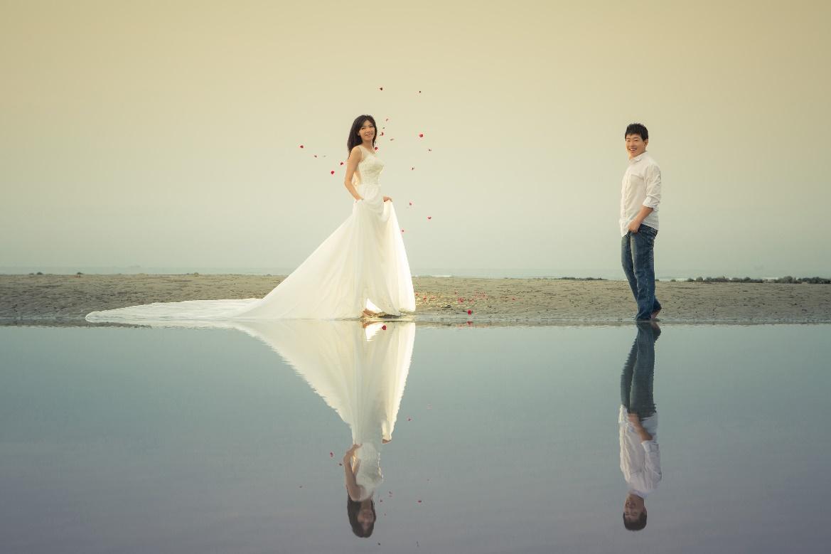 【彰化婚紗】聽說員林的婚紗公司很優質~也是朋友介紹的彰化自助婚紗推薦唷~是一家CP值很高的婚紗造型工作室,無論是攝影或是造型都相當有特色呢!