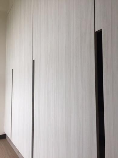 【高雄系統家具推薦】高雄有好多歐化櫥櫃工廠直營的門市,找到高雄一家系統家具公司提供免費丈量設計的服務,系統板材的品質價格網路也有好多介紹。
