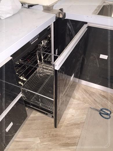 【高雄系統廚具價格】高雄系統廚具工廠細心和講究的程度是這次堅持要再和他們配合的主因!新家安裝的系統櫥櫃和廚具流理台等等依然專業