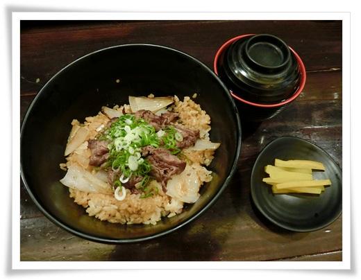 【高雄日本料理推薦】評價高雄燒烤店推薦~好多日式料理都很好吃,是適合家庭聚餐的餐廳,價格也相當合情合理,串燒,考物,鍋物等都好讚唷!