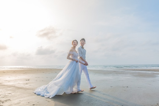 【台中婚紗】來推薦一間超專業的婚紗公司!台灣大大小小的婚紗公司,只有這間最讓我滿意~不僅有超美的手工婚紗,就連推薦婚紗評價也屬他們最高!