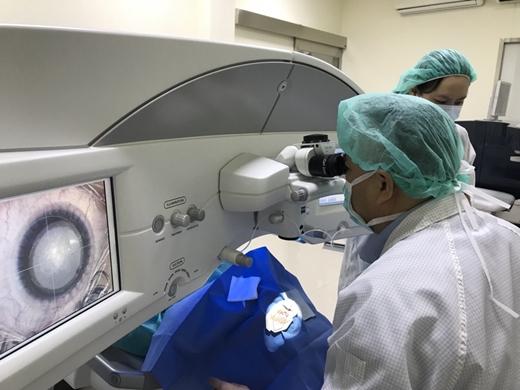【台中眼科】近視雷射手術推薦|經驗豐富資深的手術權威介紹◆比七次元近視雷射更加人性化的最新雷射近視技術~