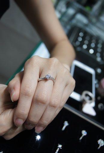 推薦【台中鑽戒】品質款式最優的婚戒、對戒、GIA鑽石銀樓分享|還有公道的黃金與K金回收服務~