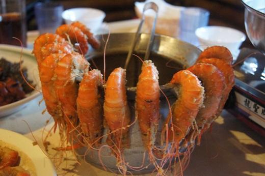 【新竹海鮮餐廳】現撈現煮的活蝦料理真的是啵棒◎聚餐很推薦來這裡享用美食✽吃過都說讚!
