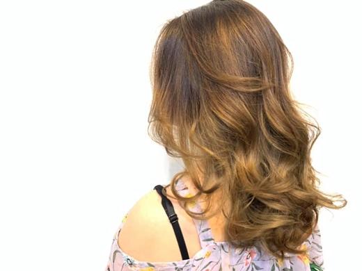 台中染髮 燙髮推薦!髮型設計師很仔細,也很照顧每位客人的髮質~這次的歐美手刷染我很滿意!老姊強力介紹的豐原髮廊