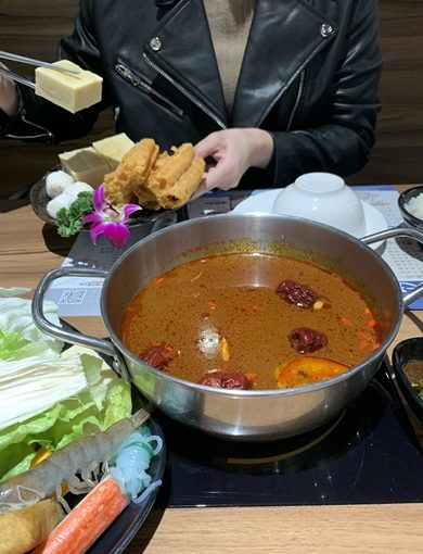 《台中美食》聚餐最佳:推薦學生就可以吃的高質量火鍋餐廳!!一中人氣竄升速度最快的麻辣鍋~