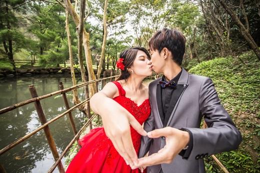 台灣婚紗首選│台中婚紗推薦❁在台中挑時尚手工婚紗禮服實記.時尚婚紗公司攝影的細緻度和精緻感真的無可挑剔,女人一生美好時刻就交給他們了~
