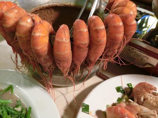 【新竹聚餐】這次哥哥推薦新竹美食有間活蝦餐廳,是一家很厲害的海鮮餐廳唷~~也非常適合親朋好友一同聚餐分享的好地方,價格合理CP值極高呢!!!!