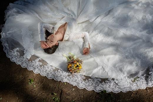 【彰化婚紗】一生只有一次婚禮~主題婚紗攝影真的很重要!這裡也有提供出租禮服的服務※跟很多婚紗工作室比這間公司真的很讚!專業彩妝造型也讓我超滿意!