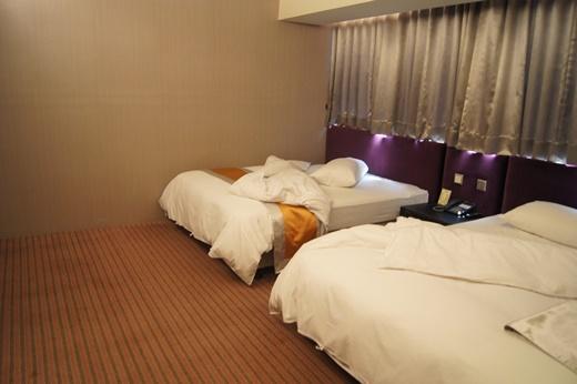 【台中飯店推薦】情侶雙雙行◆住宿推薦分享,這家旅店的價格比較北區旅館是較為划算的!就連交通也是非常便利的唷!
