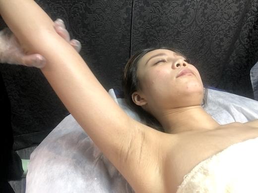 【台中除毛推薦】腋下「濕」態、「腋」味飄散? 來樂比做敏感肌都可以的小腿、私密處溫熱蠟!光滑透亮!